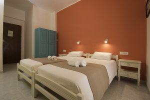 Room 4 beds
